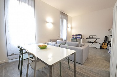 Large two bedrooms flat next to MM Lodi