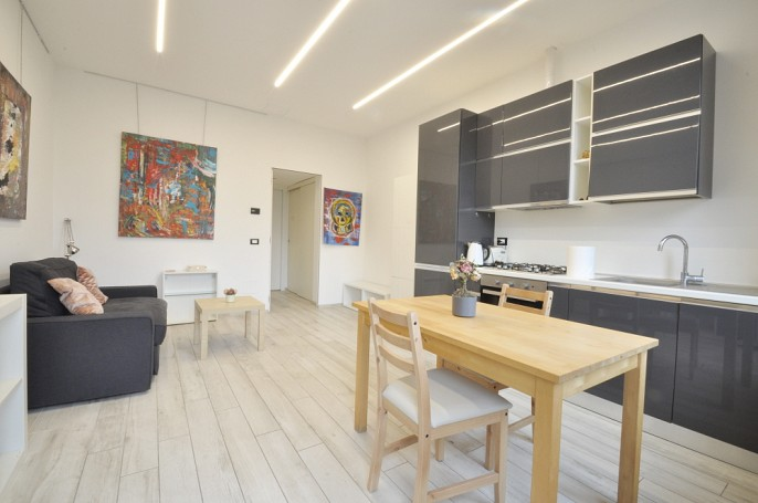 Brera Rent: Top floor one bedroom in Porta Venezia
