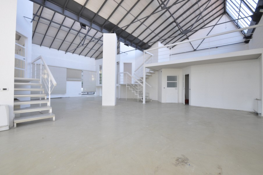 Quiet office space within a fashion and design oriented real estate complex