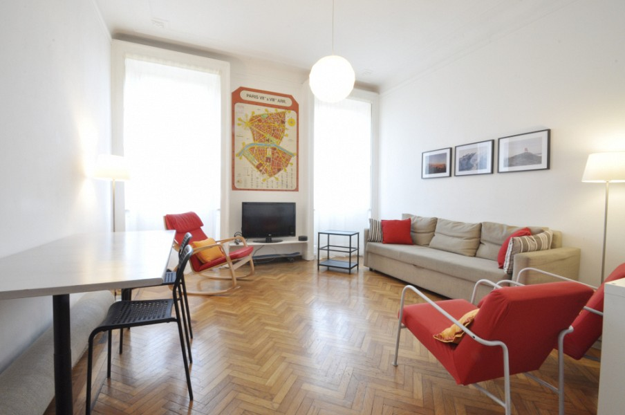 Large apartment few steps from Bocconi in front of the park