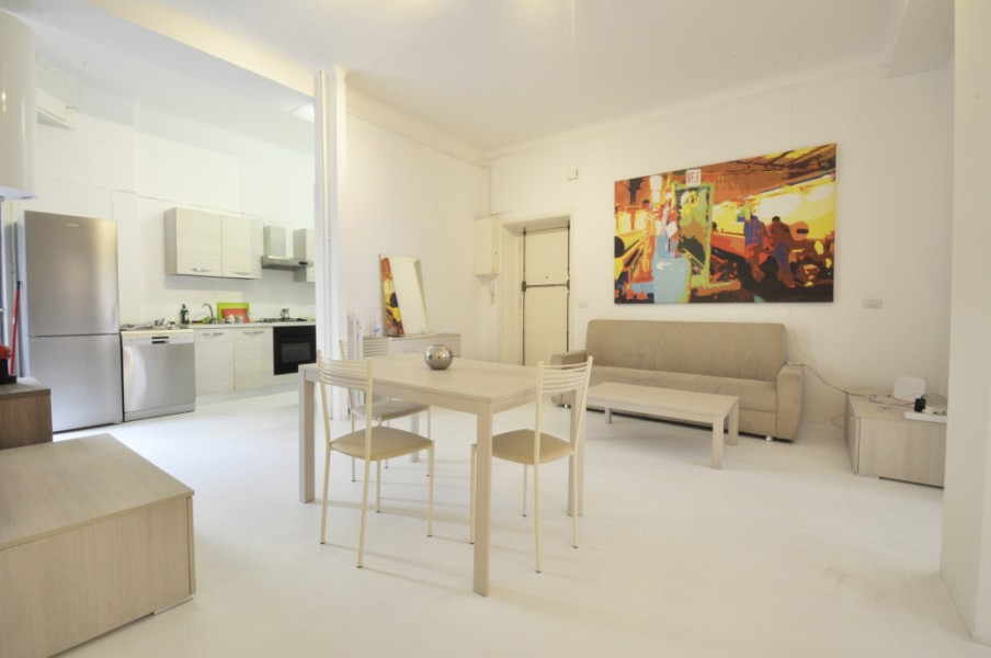 Large flat at the end of Corso Italia, ideal for students and young professionals