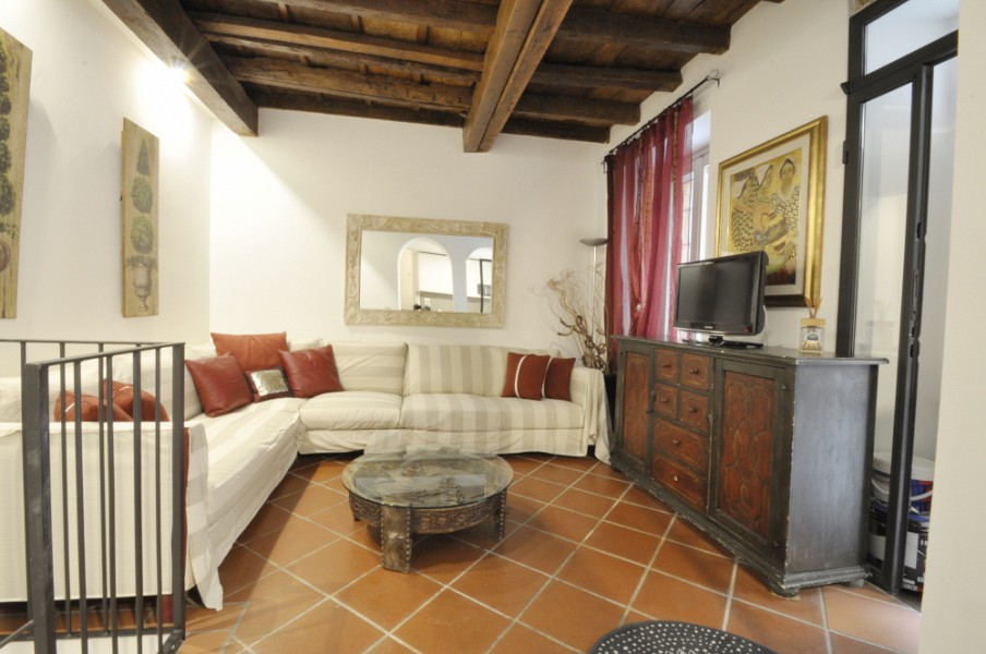 Charming flat over two levels in Darsena