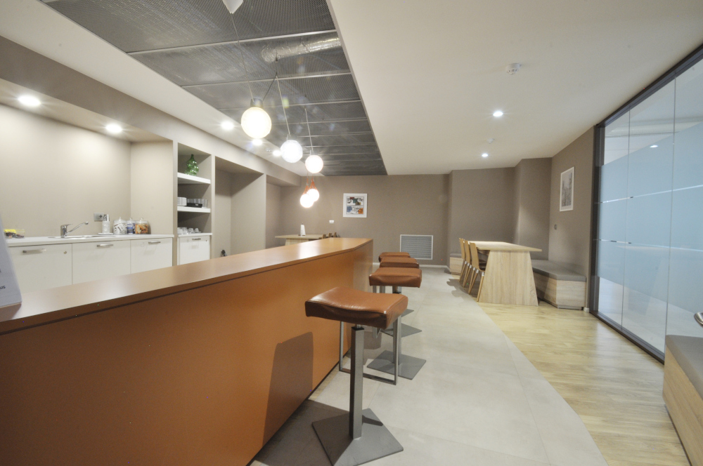 Office Rent Milan: Coworking Center in a new office building located in Via Tortona