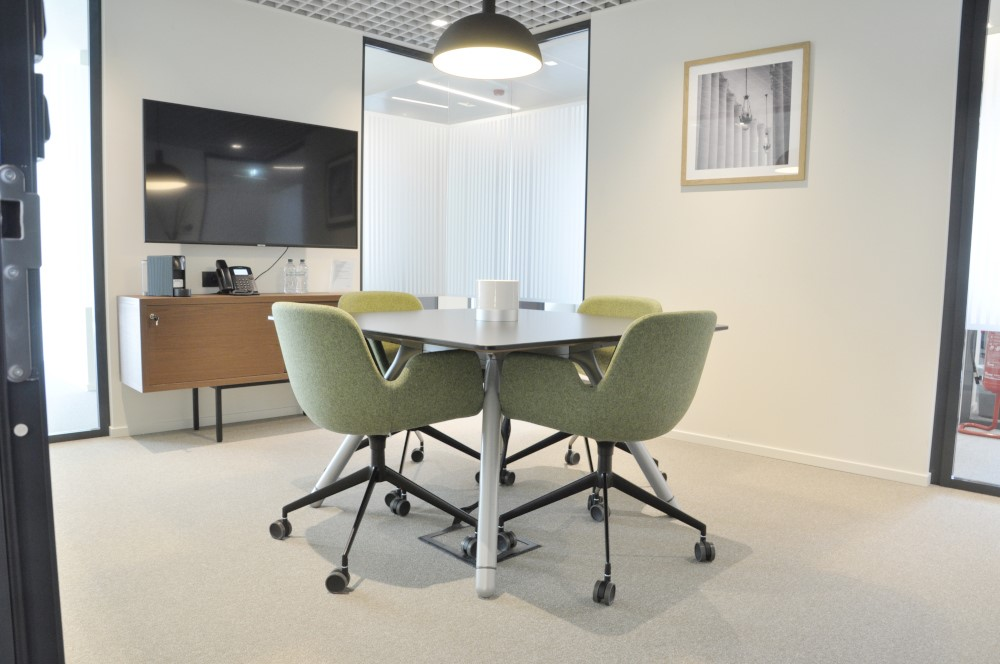 Office Rent Milan: Elegant Business Residence in Duomo