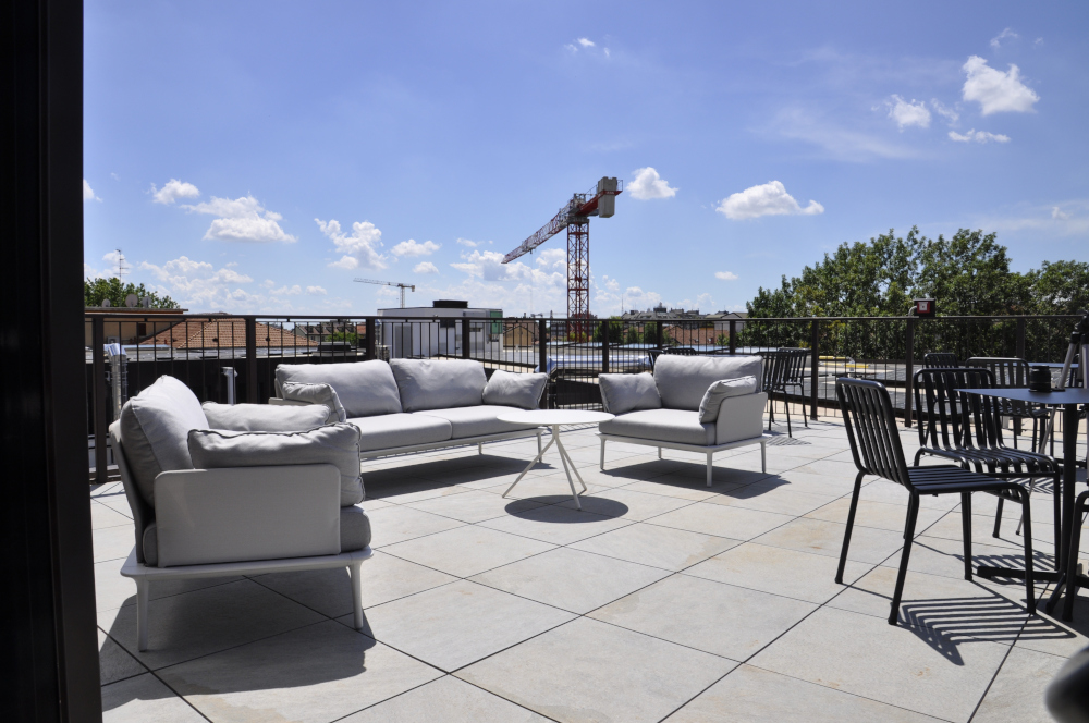 Office Rent Milan: Top floor with terrace and great view