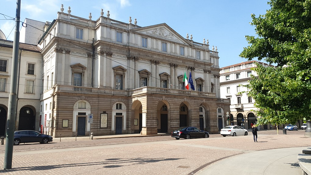 Office Rent Milan: Newly renovated office-only building few steps from La Scala