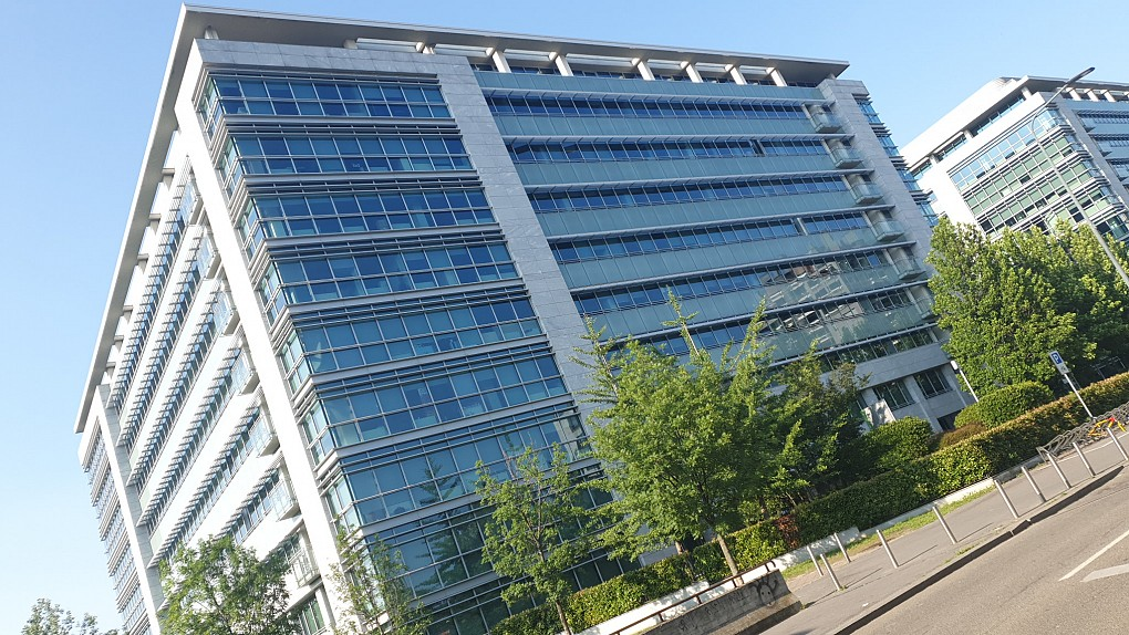 Office Rent Milan: Entire office floor for rent in contemporary location