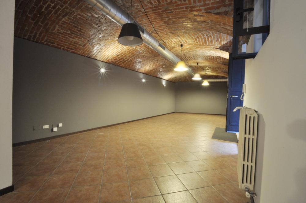 Office Rent Milan: Office Space along Via Vigevano, internal courtyard