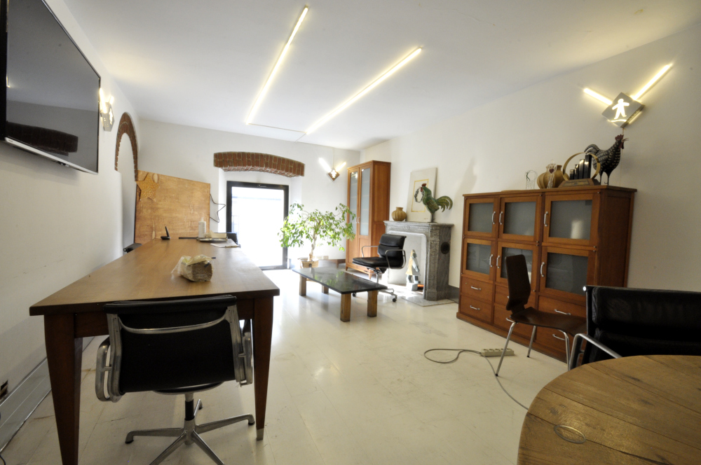 Office Rent Milan: Independent office space within historical building