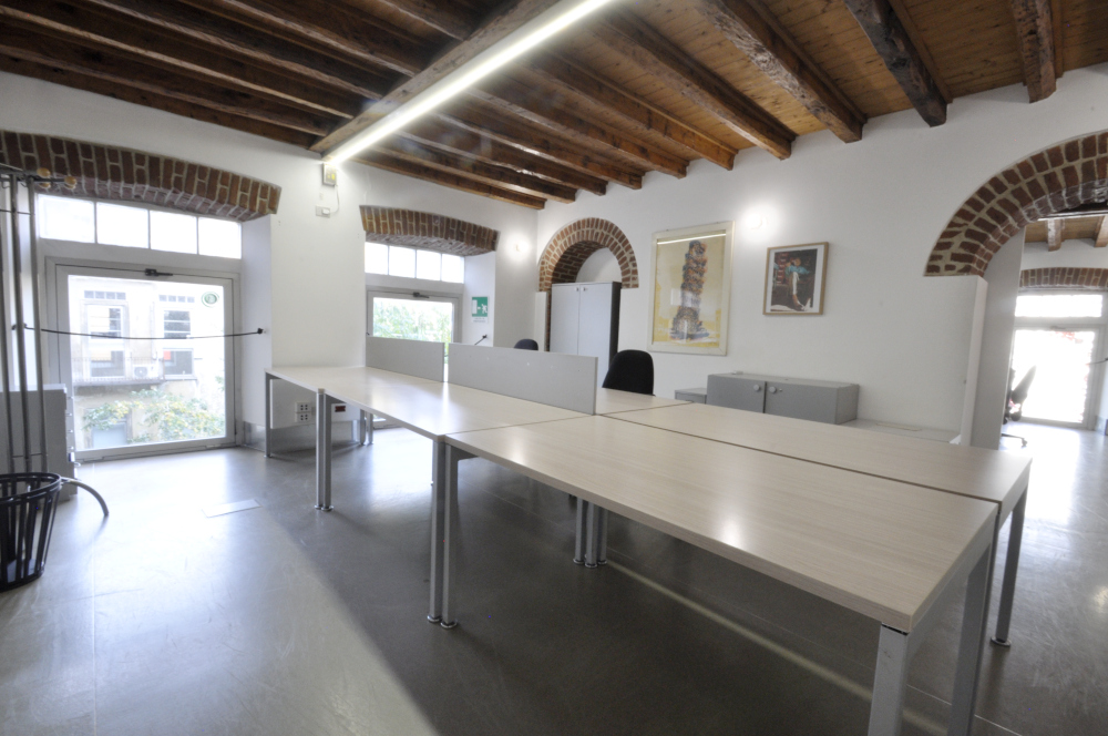 Office Rent Milan: Large office space in historical building located in Brera