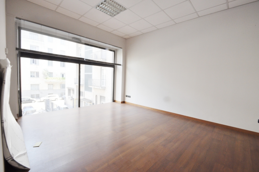 Office Rent Milan: Recently renovated office space within the tallest skyscraper in Piazza della Repubblica