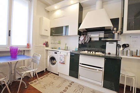 Large flat with 4 independent suites and a shared kitchen