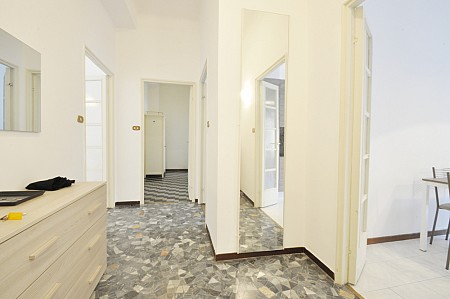 Flat with three bedrooms located at the third floor of an elegant building in Corso Italia
