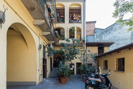 Cozy apartment in a traditional milanese court, 5 minutes walk from NABA and Bocconi